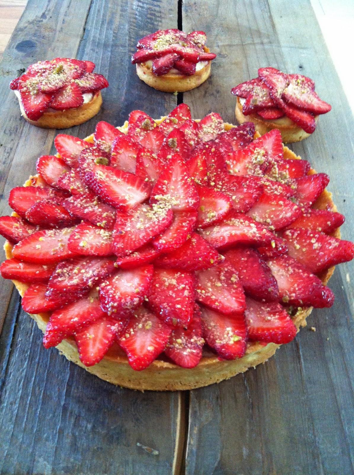 """alt=""""tarte aux fraises crème aux amandes et crème pâtissière"""""""