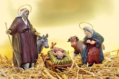 Nacimiento de Jesus con José y María en un pesebre