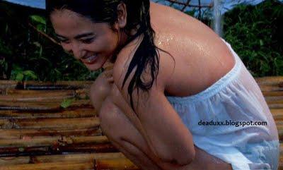 Dewi persik pacar hantu perawan 1 Foto HOT Dewi Persik Dalam Film Pacar Hantu Perawan