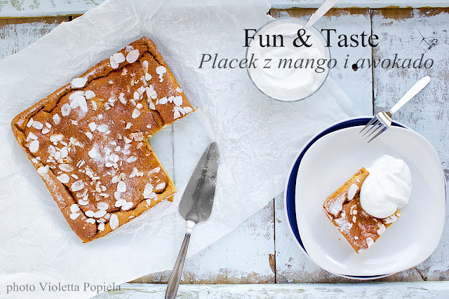 Placek z mango i awokado, różany krem