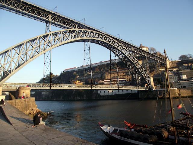Puente Luiz I con rabelos rio duero, Oporto