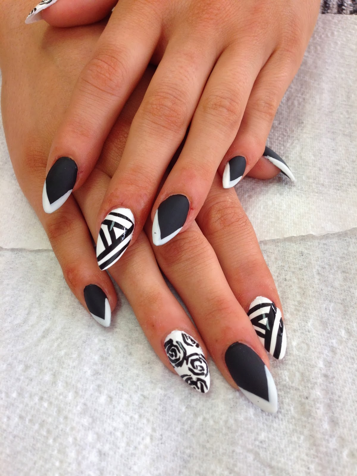 Kaycie kyle black white this design was base on glamsusie nail art from instgram she is a great nail artist her designs are feminine and pretty with lovely floral designs prinsesfo Choice Image