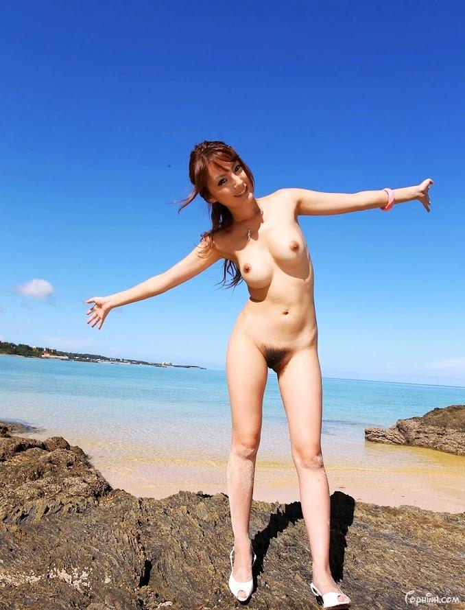 Hình sex gái khoả thân đi tắm biển Tsubasa Amami 8