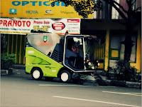 mobil penyapu jalan di kota solo