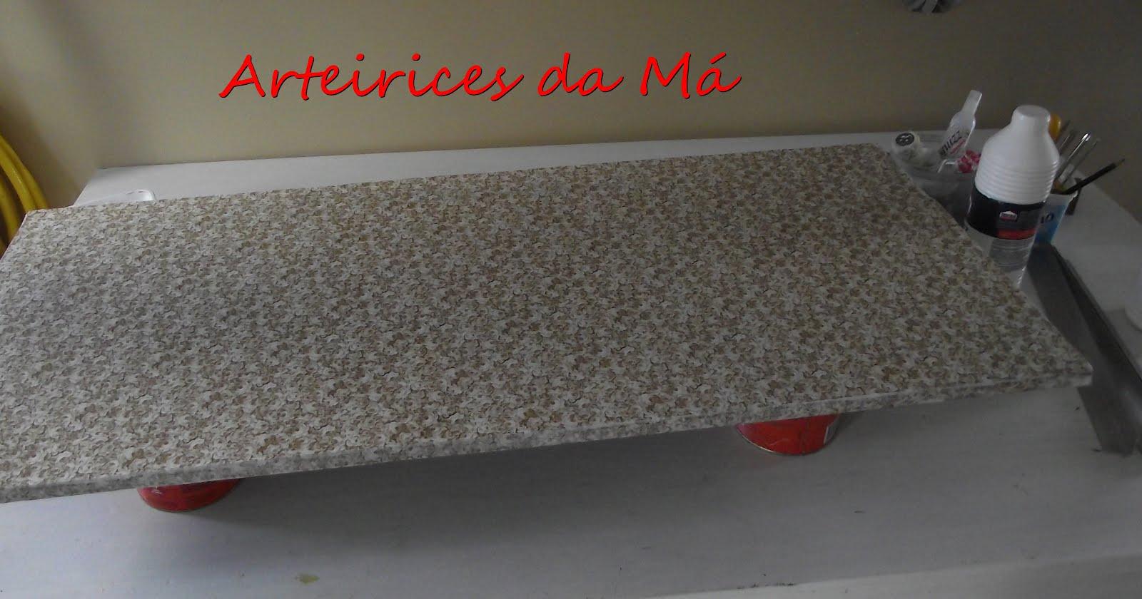 #BC120F Depois de secar a cola foi só colocar a mão francesa na prateleira. 1600x840 px como forrar prateleiras de madeira com tecido @ bernauer.info Móveis Antigos Novos E Usados Online