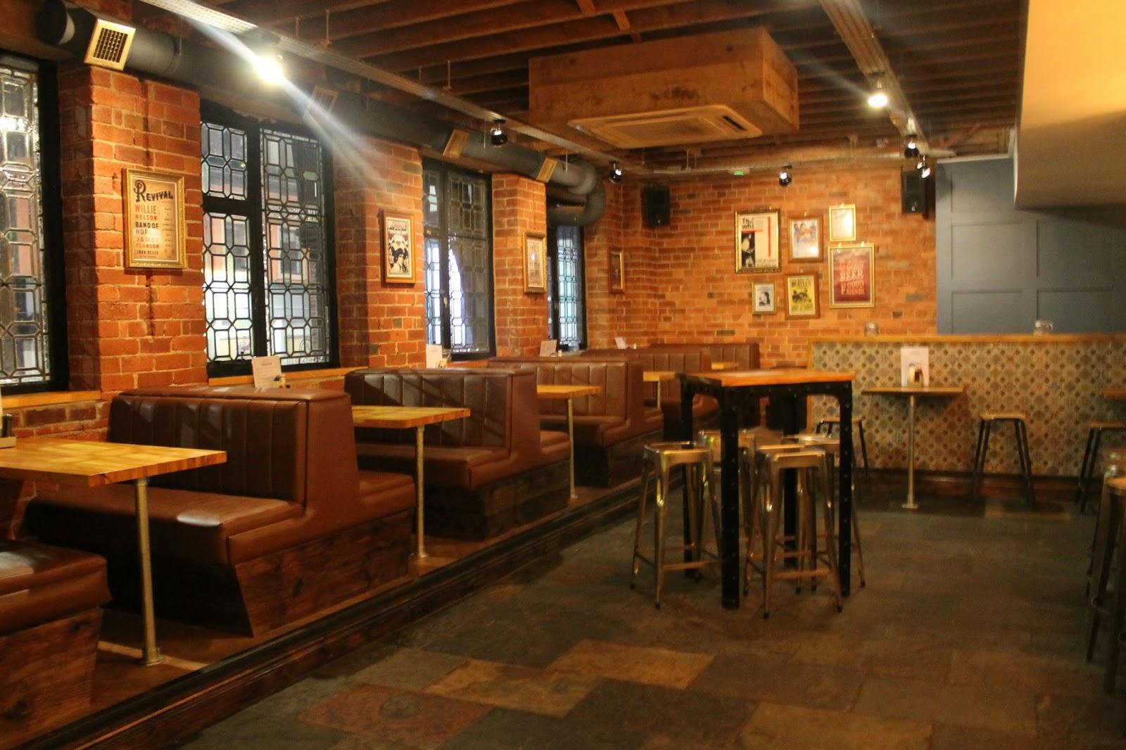 pizza and cocktail bar - Slate Restaurant 2015
