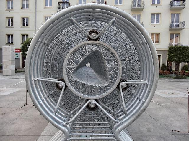 Turbina. Adam Garnek. Plac Artystów w Kielcach