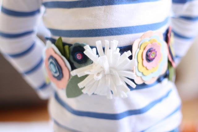 Cinturón de flores de fieltro
