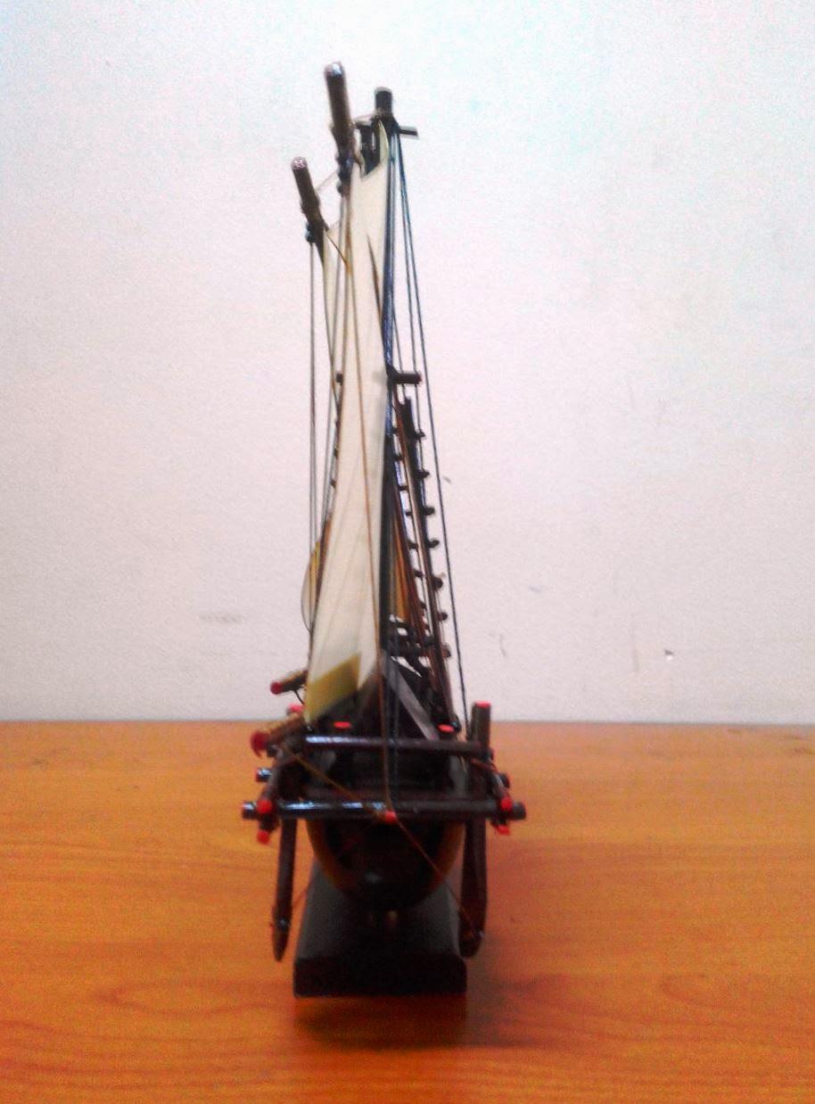 Miniatur Perahu Pinisi Kayu