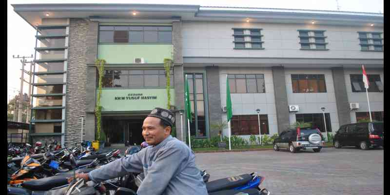 Mengunjungi Ponpes 'Kharismatik' Tebuireng Jombang