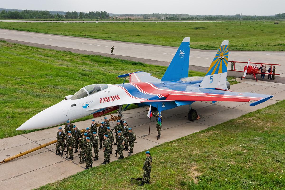 http://2.bp.blogspot.com/-PrS61dZrqrw/Tkj0ANhw-KI/AAAAAAAAKqk/rDKteLhOfcI/s1600/Sukhoi+Su-35+Fighter+Jet+%252813%2529.jpg