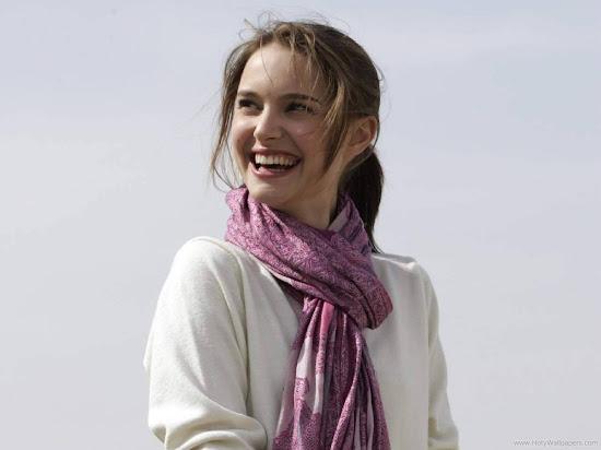 Famous Hollywood Actress Natalie Portman Wallpaper