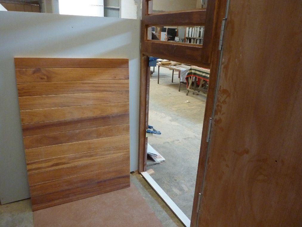 Carpinteria muebles a medida puerta de entrada con marco - Medidas puerta entrada ...