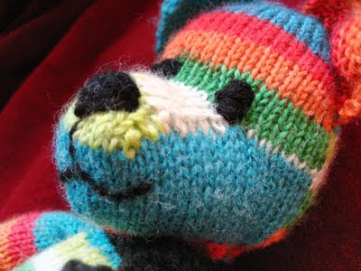 http://www.buttonsandbeeswax.com/patterns/free-knitting-patterns/weldons-teddy-bear/