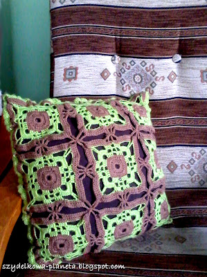 poduszka na szydelku z kwadratow