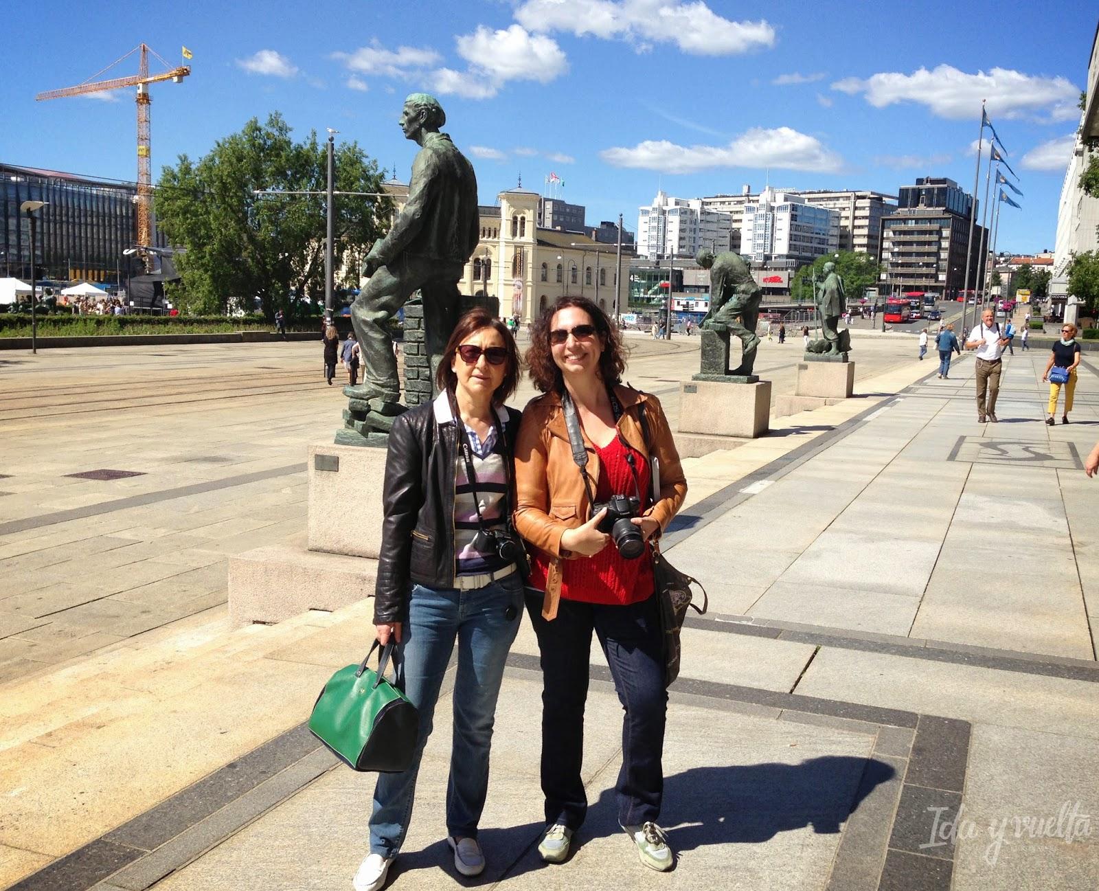 Ante el ayuntamiento de Oslo