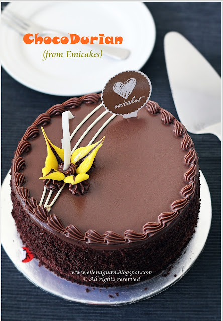 Emicakes Durian Cake Review