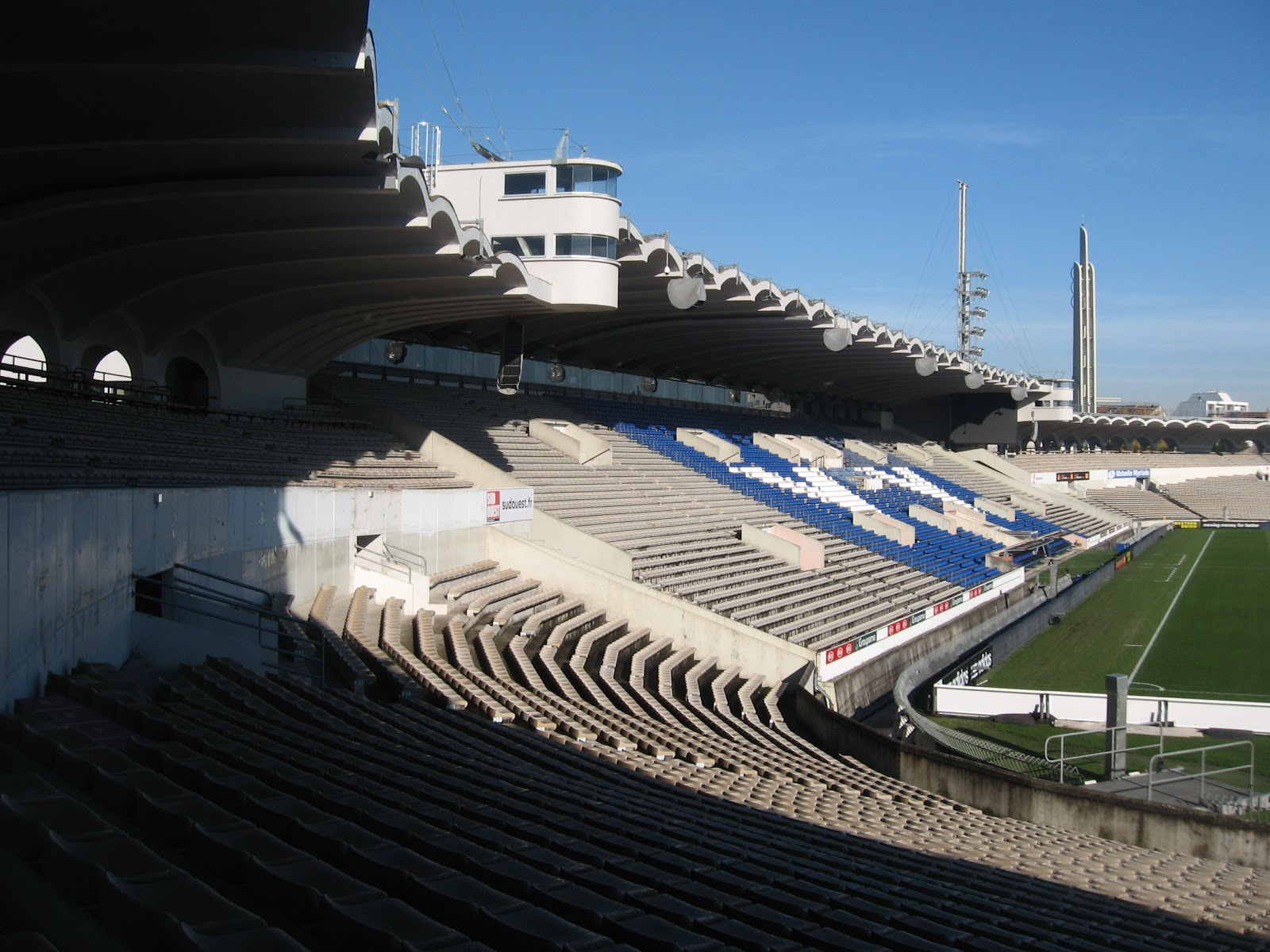 The 100 football grounds club my matchday 335 stade for Discotheque a bordeaux