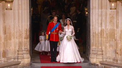The newlyweds stop at the door of Westminster Abbey. YouTube 2011.