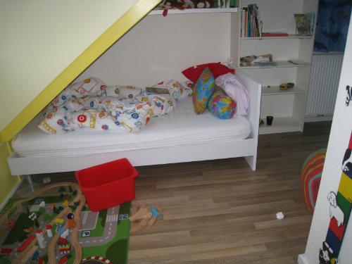 Slaapkamer van grote knul..... bed in leesstand!