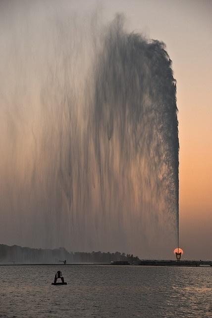 KING FAHD'S FOUNTAIN AT SUNSET - JEDDAH, SAUDI ARABIA