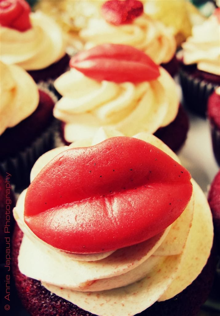 image of a cup-cake with big sugar lips for decoration