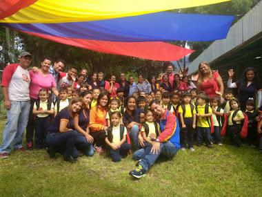 Jesús Araque entregó 170 morrales a niños de preescolar 5 Águilas