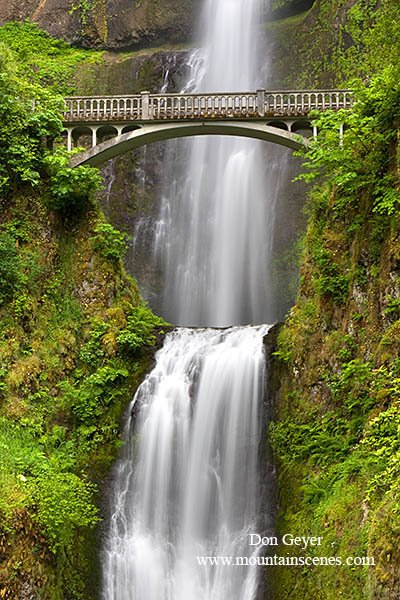 Multnomah Falls in the Columbia River Gorge National Scenic Area, Oregon.