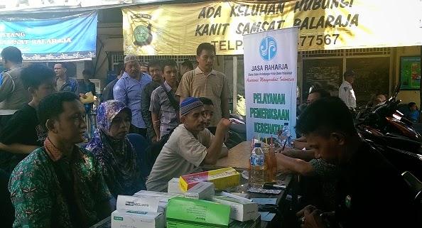 Samsat Balaraja Buka Klinik Pengobatan Gratis