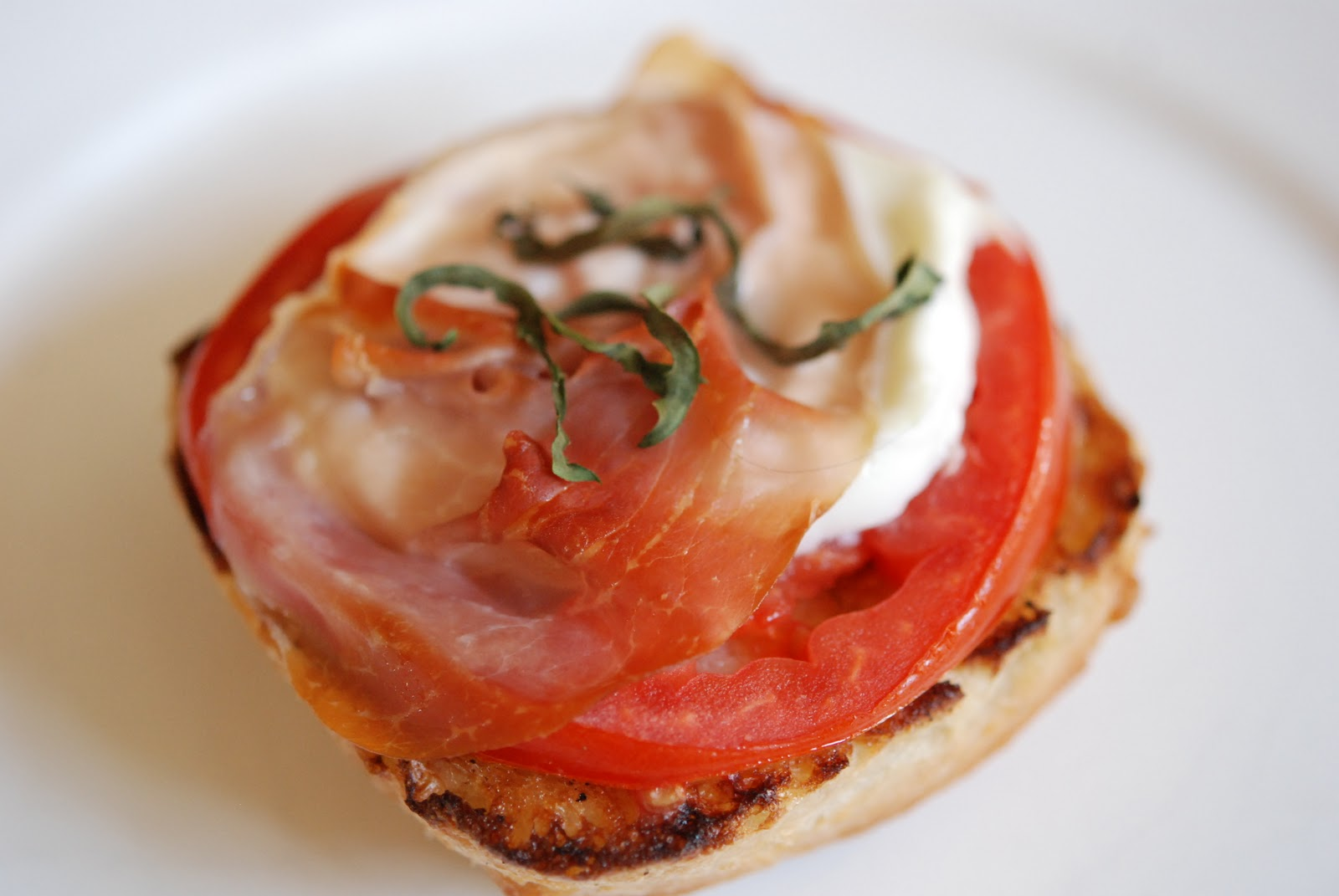 how to make a tomato mozzarella sandwich
