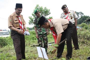 Pak Kapten Nanam Pohon