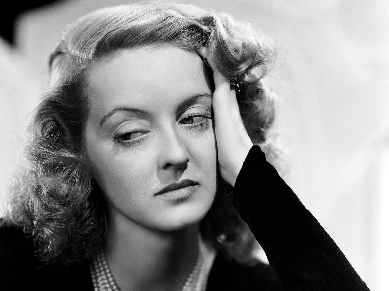 iav la fuerza de bette davis. Black Bedroom Furniture Sets. Home Design Ideas