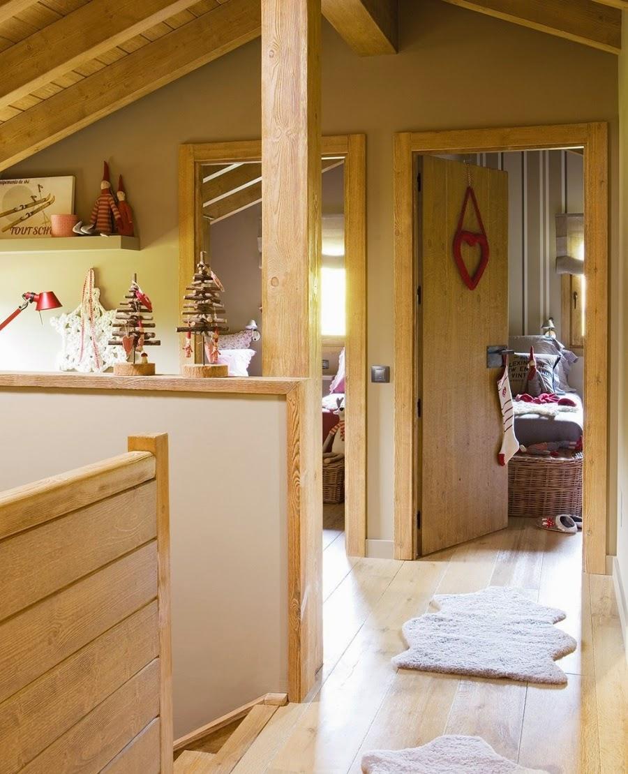 wnętrza, wystrój wnętrz, home decor, dekoracje świąteczne, christmas decor, Boże Narodzenie, Święta, choinka, dom, mieszkanie, domek w górach, przedpokój