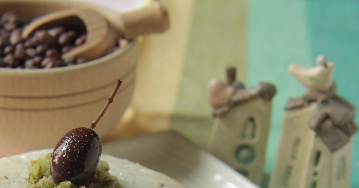 ... verde dolce e salata: Cupoletta di riso bianco con cuore di Azuki