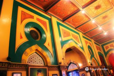 arsitektur gedung istana maimun bergaya eropa