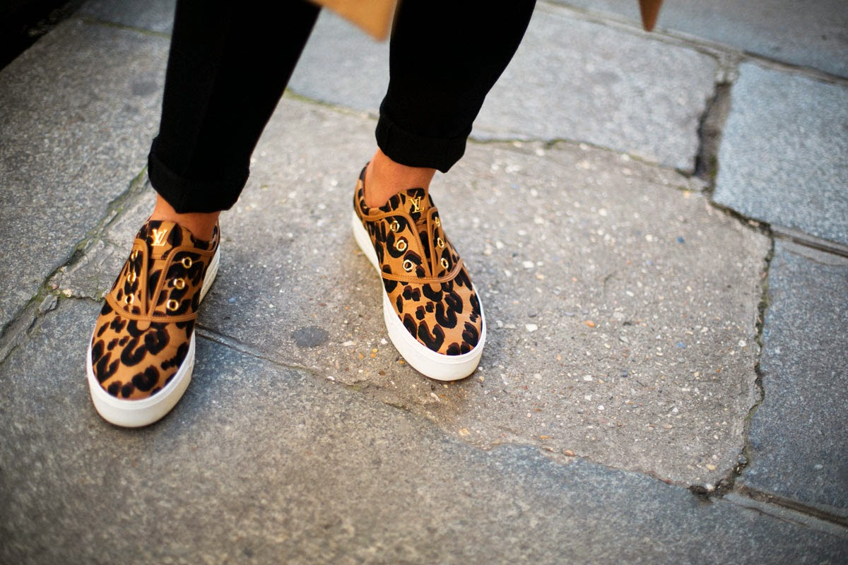 Look con sneakers, Look surfero, street style, shoes, Vans, Ash, Caribbean, Vogue