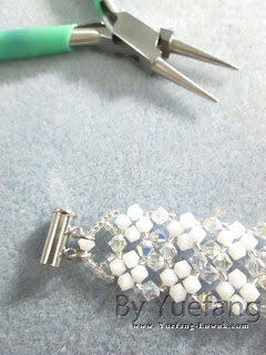 Lady_in_white_bracelet_third__closure_option_attach_to_sliding_magnetic_clasp