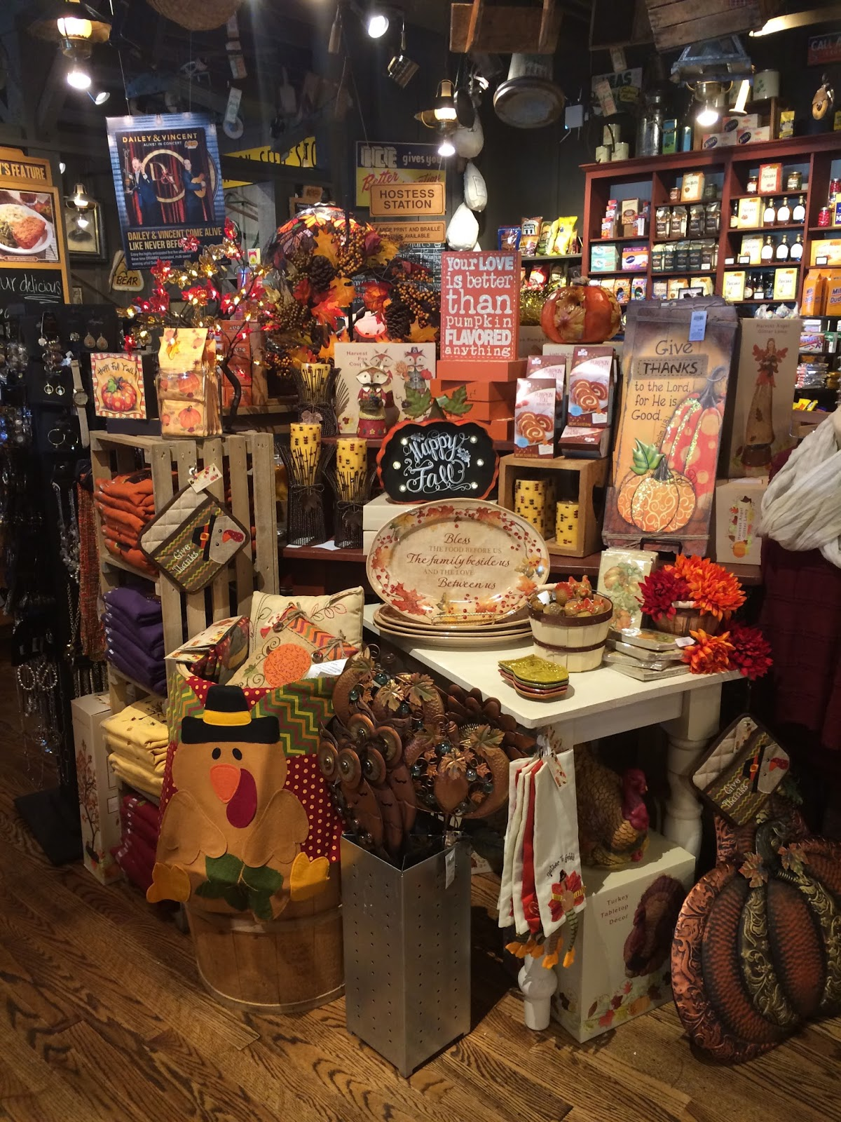 and here is a thanksgiving table at cracker barrel