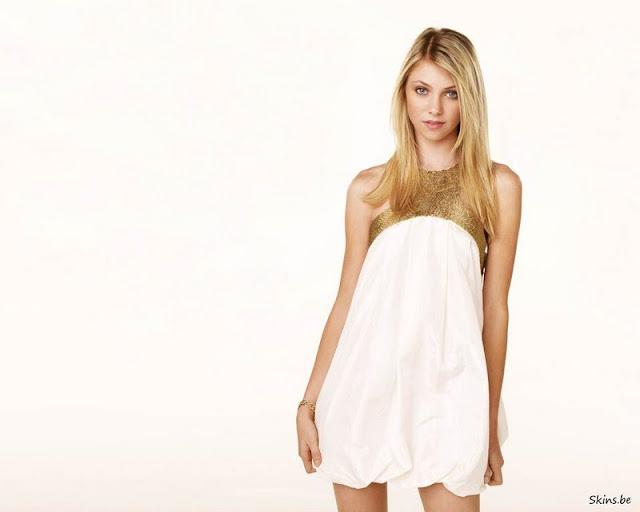 Taylor Momsen in Dress