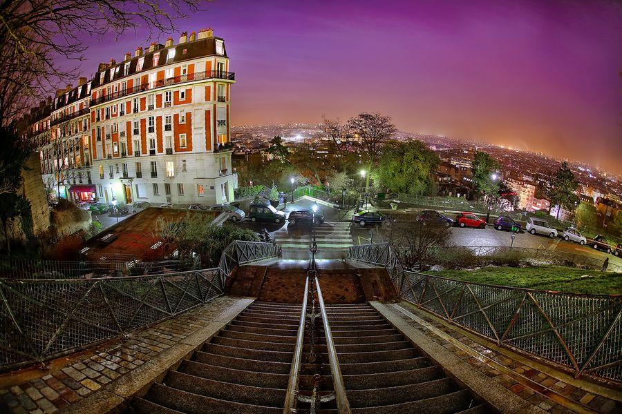20. Monte là dessus,tu verras Montmartre!... by Claude Bencimon