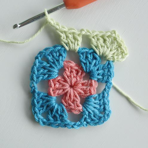 Granny square haken, uitleg | Granny square crochet tutorial - Happy in Red