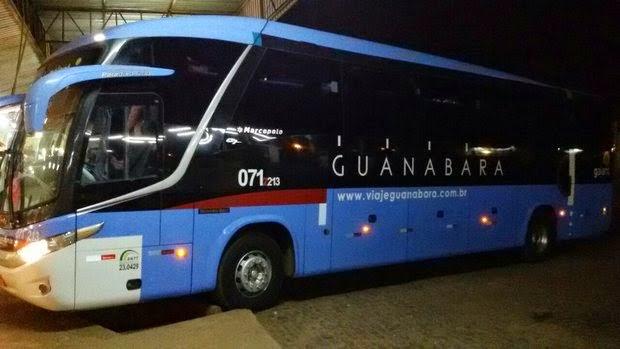 Ônibus interestadual da empresa Guanabara foi assaltada na madrugada de hoje (Foto: Blog do Braga)