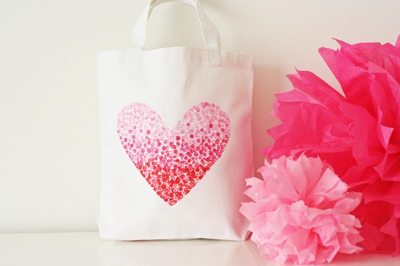 http://2.bp.blogspot.com/-PvP5bcycio8/TxWTXv2aBeI/AAAAAAAAJ9U/Dj9-qU59Jt0/s1600/IMG_heart+bag1.jpg