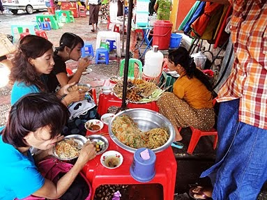 Fast food at Anawrahta Road