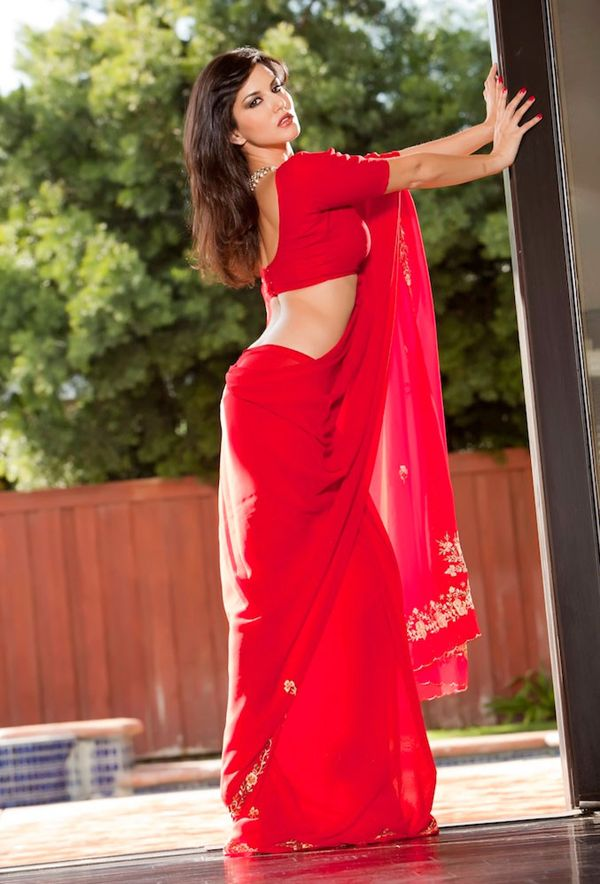 hot punjabi bhabhi red saree removing sexy naked back without blouse photos