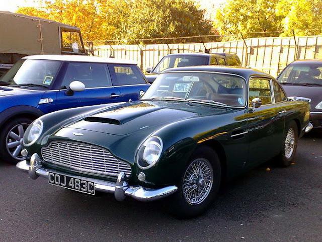 02 – Aston Martin DB5