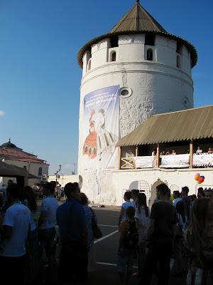 Баннер Sunday Up Market на Консисторской башне