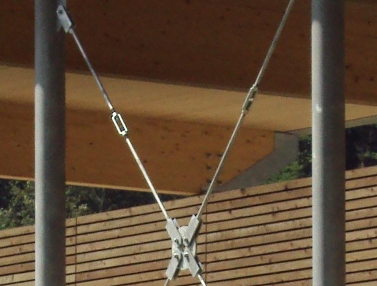 Tettoia in acciaio e legno lamellare