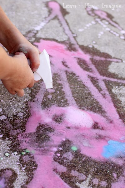 How to make FIZZING sidewalk chalk paint!