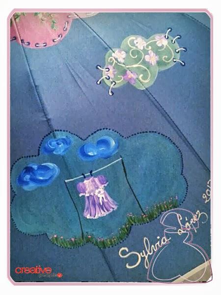 Motivo del paraguas modelo Nubes pintado a mano por Sylvia López Morant